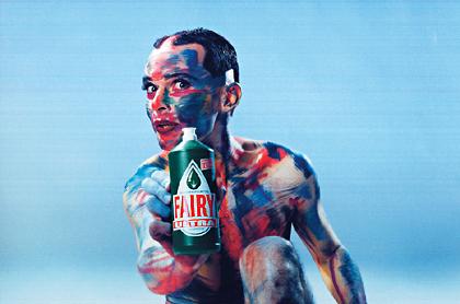 © Toni Seppi 1994 - © Dieter Telfser 2005 - Maske: Martin Geisler — Discount im Design - sprich - Dumm&amp;Geil-Stilistik stillt die Sehnsucht nach dem Einfachen und Echten im Menschen.<br/><br/>