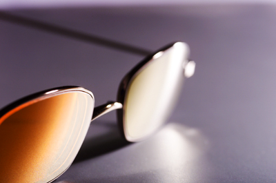 © Meinrad Hofer und Josef Gottwald 2004 - Goldveredelung der Mood Corrective Brille